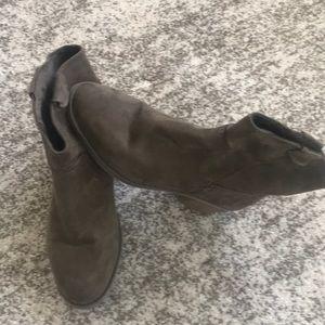 Merona suede boot/booties/shoes Sz. 8